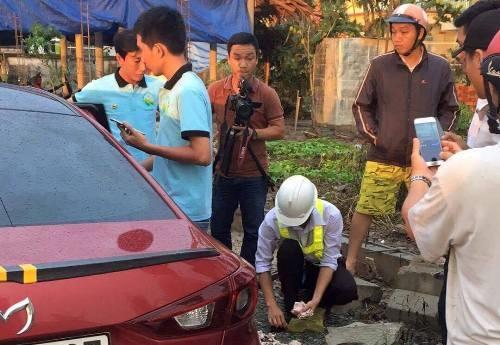 Hàng chục tài xế 'tấn công' Trạm thu phí Cai Lậy bằng tiền lẻ, yêu cầu dời trạm
