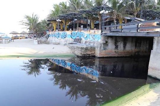 Khách sạn lén xả thải ra biển Đà Nẵng