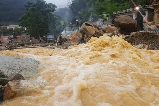 Số người tử vong do mưa lũ tiếp tục tăng