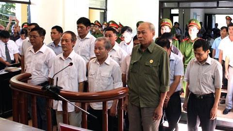 Bắt đầu xét xử 14 cựu cán bộ gây sai phạm đất đai tại xã Đồng Tâm