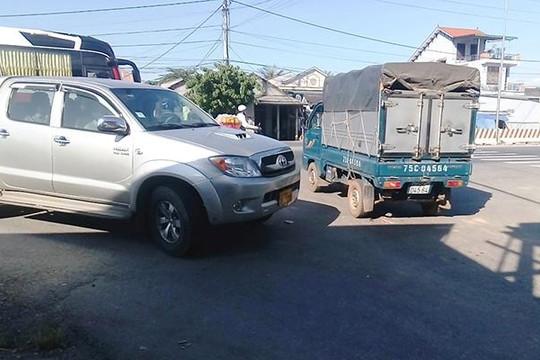 Theo bánh xe né trạm thu phí Phú Bài