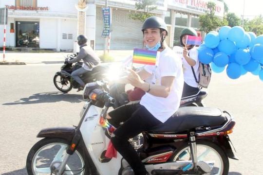 Biểu tượng của cộng đồng LGBT xuất hiện trên đường phố Đà Nẵng