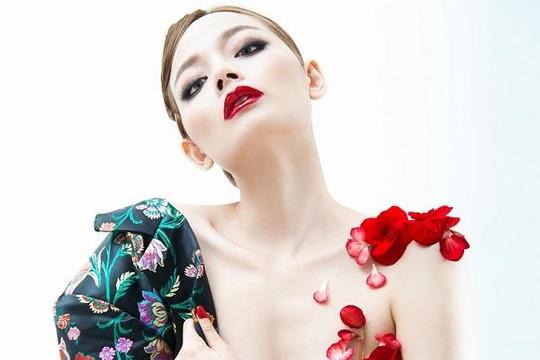 Hoàng Oanh Next Top Model quyến rũ với sắc đỏ trong 'Rouge'