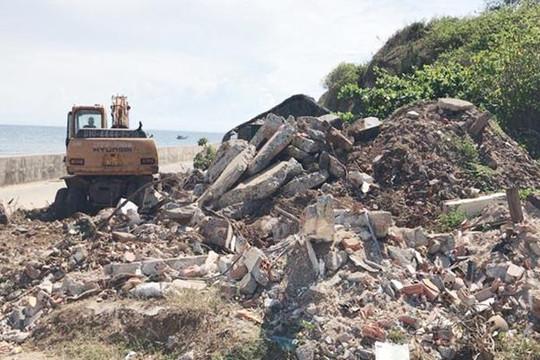 Ngang nhiên đổ đất thải trái phép tại thắng cảnh Hang Cò