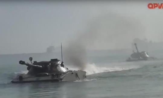 Clip Hải quân đánh bộ Việt Nam diễn tập đổ bộ, chiếm đảo