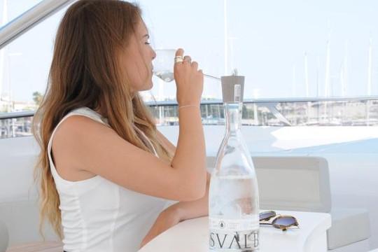 Những chai nước tinh khiết của giới nhà giàu có gì đặc biệt?