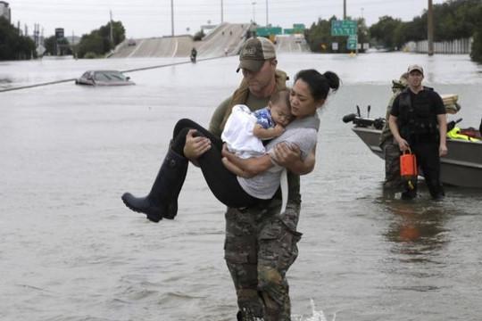 Bão Harvey gây 'mưa lịch sử', đã có 10 người chết