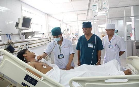 Nửa đêm chiến sĩ áo trắng 'báo động đỏ' cứu thanh niên thủng tim