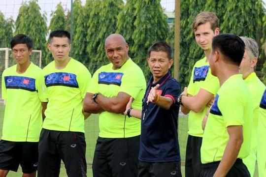 Cựu thủ thành tuyển xứ Wales truyền nghề cho thủ môn U.19 Việt Nam