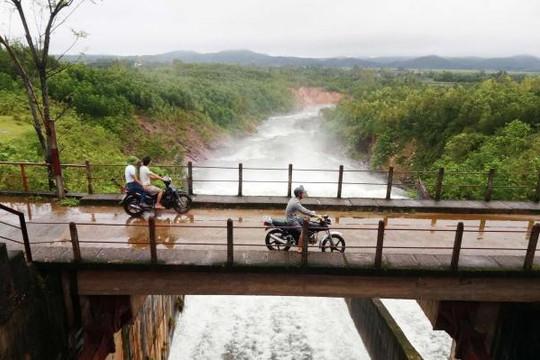 Hồ Kẻ Gỗ bắt đầu xả lũ ở mức 100 m3/s