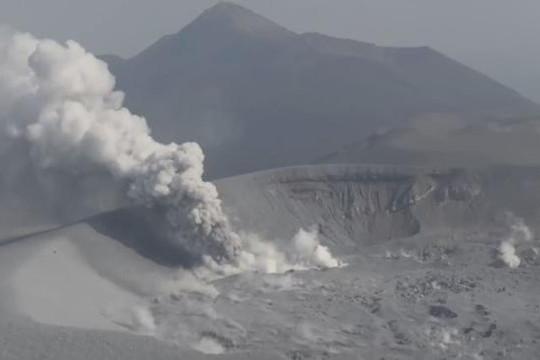 Núi lửa Nhật Bản phun trào sau nhiều năm ngủ yên
