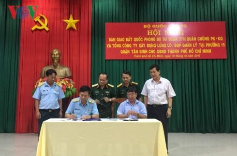 Quân đội bàn giao hơn 7.000m2 đất ven sân bay Tân Sơn Nhất cho dân sự