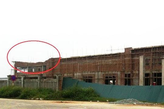 Nghệ An: Sập giàn giáo công trình, 10 người bị thương