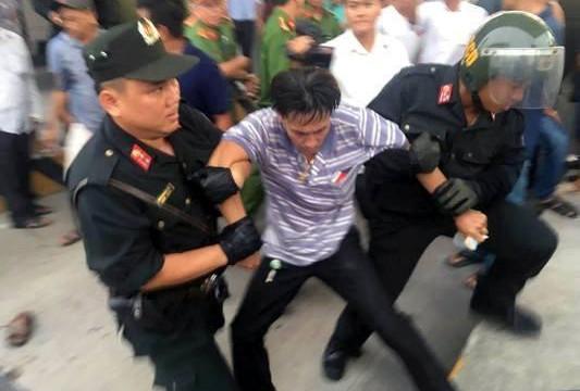 Tài xế bị trấn áp, bắt giữ tại BOT Cai Lậy vì… vi phạm hành chính, tính kiện công an