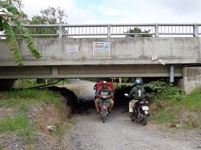 Chuyện 'đào hầm chui' trên đường tránh thị xã Cai Lậy