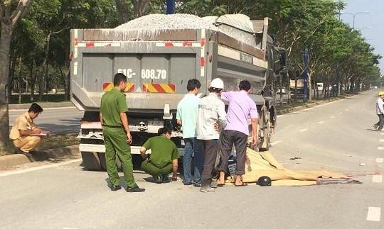 Va chạm xe ben, 2 thanh niên tử vong trên đại lộ Mai Chí Thọ