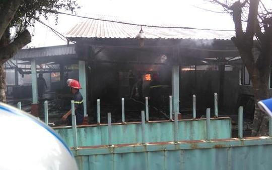 Long An: Hỏa hoạn cháy rụi quán nhậu gây ùn tắc giao thông