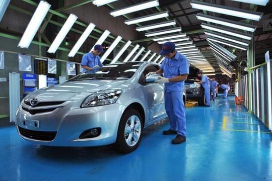 Vì sao ngành ô tô Việt Nam luôn tụt hậu?