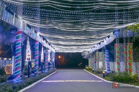 Chùm ảnh không khí đón Noel ở những 'khu phố nhà giàu' Sài Gòn