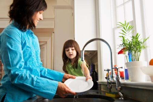 Cách thông minh để bồn rửa chén luôn sạch sẽ