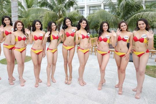 Thí sinh Hoa hậu hoàn vũ diện bikini nóng bỏng trong phần thi 'Người đẹp biển'