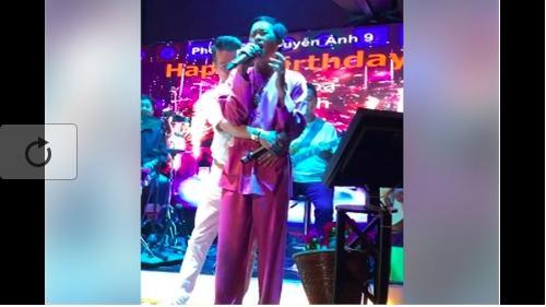 Clip: Đàm Vĩnh Hưng ôm Hoài Linh hát 'Thương hoài ngàn năm' gây sốt