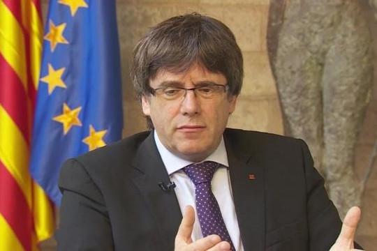 Ông Carles Puigdemont sẽ điều hành Catalan 'từ xa'
