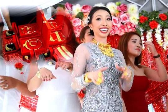 Nhận hơn 1kg vàng ngày cưới, cô dâu Hậu Giang hát bài xuân và nhảy Quăng Tao Cái Boong