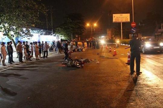 2 xe máy va chạm, 1 người bị xe tải cán tử vong