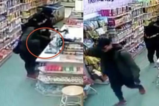 Truy tìm thanh niên trộm 2 bao cao su trong cửa hàng ở Hà Nội rồi bỏ trốn