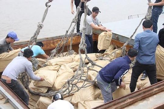 Phát hiện 170 tấn thịt trâu từ Trung Quốc 'xém' vào Việt Nam