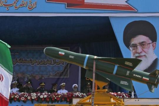 Tướng Iran: 'Ngón tay đã trên cò súng' để hủy diệt Israel
