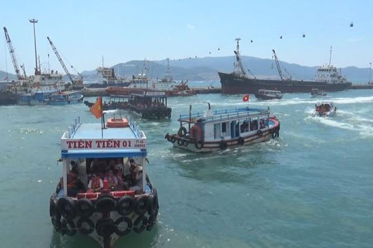 Ùn ùn đổ về Nha Trang du lịch trong dịp nghỉ lễ 30.4