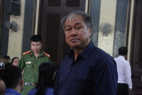Phạm Công Danh rời tòa vì lý do sức khỏe