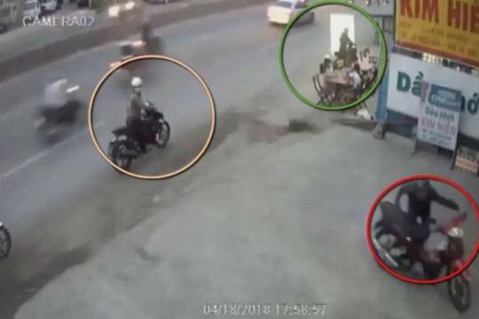 Băng nhóm dàn cảnh trộm xe vô cùng tinh vi giữa phố đông người