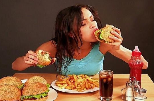 Lý do khiến bạn ăn không ngừng