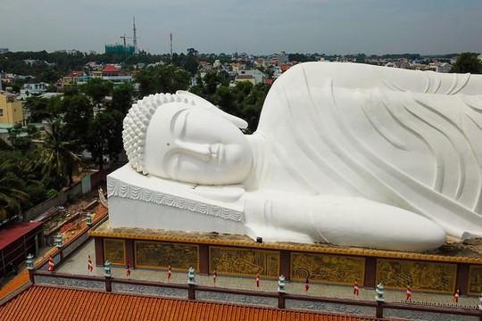 Bên trong ngôi chùa gần 300 tuổi có tượng Phật nằm dài nhất Việt Nam