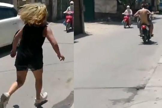 Cô gái gào khóc đuổi theo anh chàng khỏa thân xù tiền ở Hà Nội giữa trưa nắng