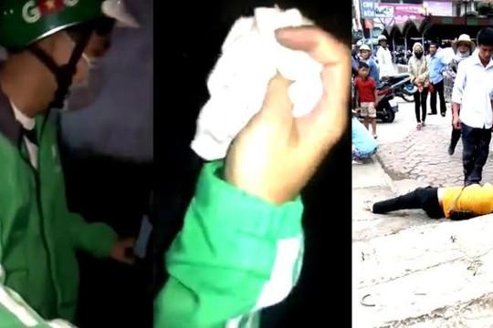 Clip cô gái bắt tài xế Grabbike trả quần lót, chồng đánh vợ té ngã còn đạp lên mặt