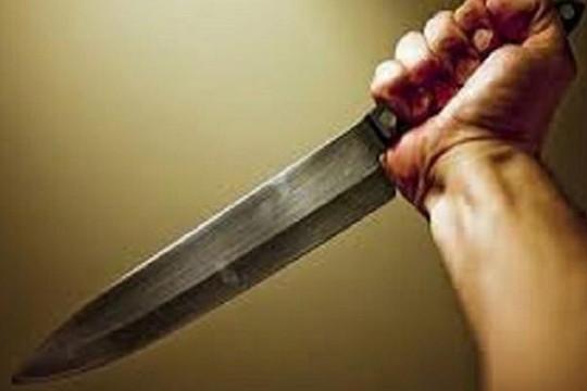 Bị ngăn cản phá bàn thờ, con dùng dao đâm chết mẹ ruột