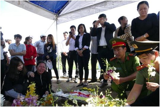 Nước mắt vẫn rơi sau lễ an táng hiệp sĩ Nguyễn Hoàng Nam