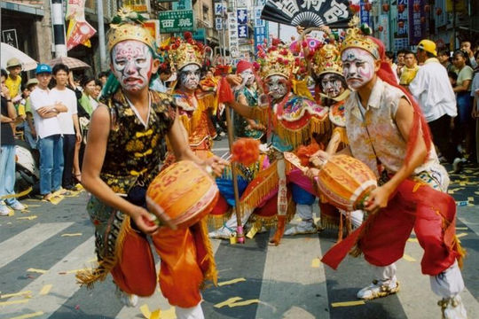 Đến Đài Loan, ghé thăm làng cổ Lộc Cảng và ngõ Sờ Ngực