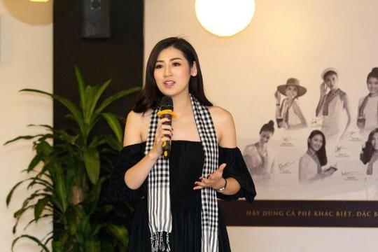 Á hậu Tú Anh, Huyền My, Phạm Hương đồng hành cùng chương trình trao tặng sách cho thanh niên Việt