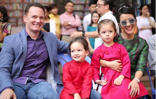 Nhìn lại  cuộc hôn nhân tám năm của Hồng Nhung và chồng Mỹ