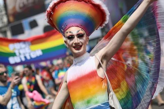 Câu chuyện hy hữu: Người đồng tính biểu tình chống... người chuyển giới