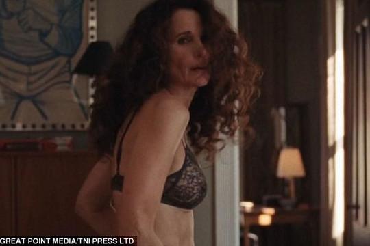 Nữ diễn viên 60 tuổi gây bất ngờ với cảnh nóng trong phim mới