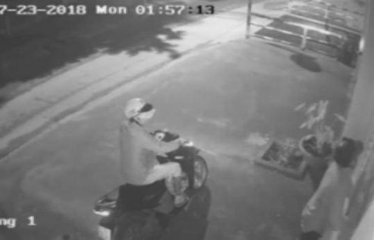 Clip đạo chích đi xe máy, phá khoá cổng trộm ô tô tiền tỉ trong đêm