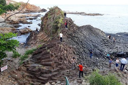 Cận cảnh các gành đá đĩa mới được phát hiện ở Phú Yên