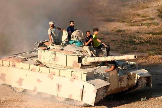 Anh bất ngờ ngừng tài trợ cho phe nổi dậy Syria