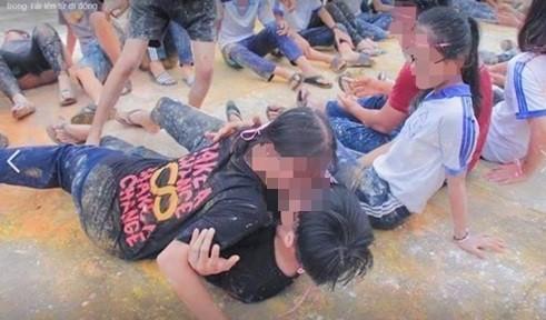 Bộ GD-ĐT yêu cầu Cần Thơ báo cáo vụ cho học sinh chơi trò phản cảm